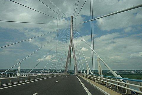 Das Foto zeigt die Seine_Brücke in der Porte de Normandie.