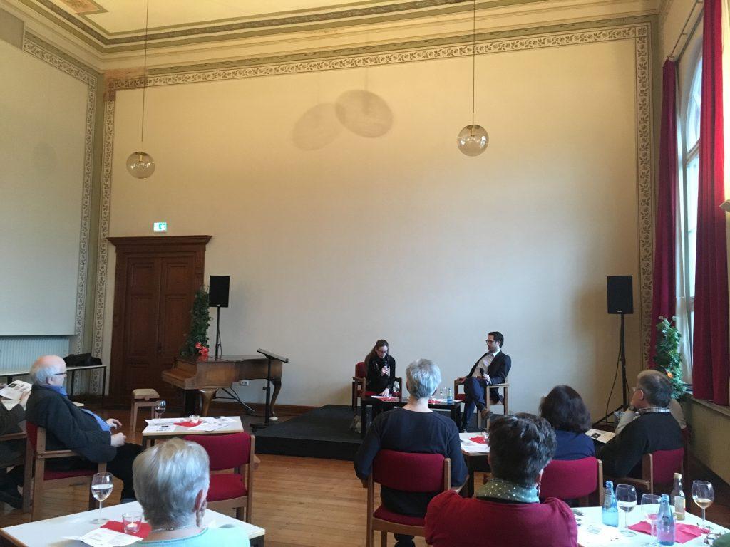 Das Foto zeigt das Panel im Philisophischen Cafe der VHS