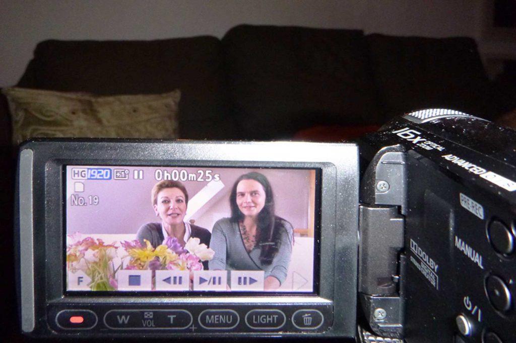 Das Foto zeigt Judit und Anke.