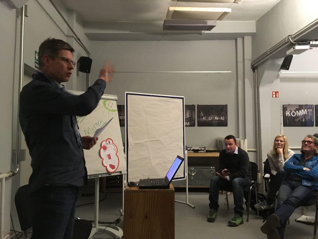 Das Foto zeigt Michael Selle bei seinem Vortrag.