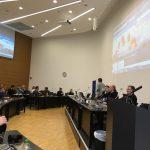 Das Foto zeigt einen Tag vom Hackday mit den Teilnehmern.