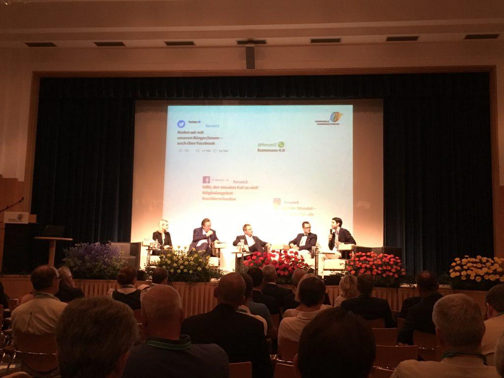 Das Foto zeigt das Panel der Ergebnisverkündigung mit den Referenten