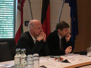 Das Foto zeigt Konrad und Schulze-Vorberg.