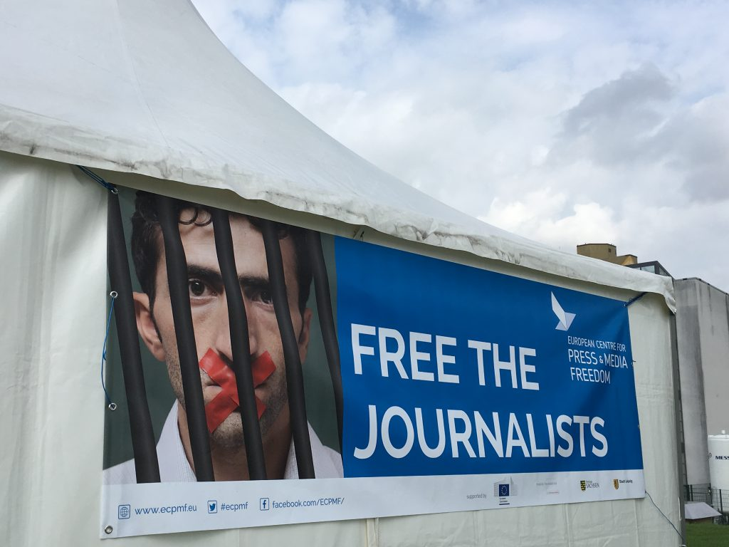 """Das Foto zeigt den Wunsch """"Befreite Journalisten""""."""
